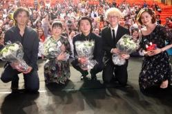 『安藤政信に若い女性を中心とする上海のファンから黄色い声!』