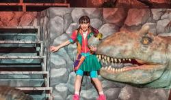 『芦田愛菜、恐竜との共演にワクワクドキドキ!将来の目標も語ったインタビュー映像解禁』