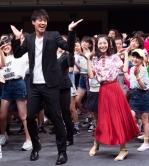 『竹内涼真&浜辺美波、2人そろってイベントで生ダンス初披露!』