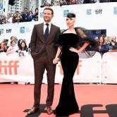 『レディー・ガガとブラッドリー・クーパーがトロント映画祭レッドカーペットに』