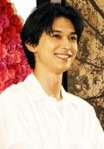 『吉沢亮、好きなタイプは「あざとい人。目を見て話されるとグッとくる」』