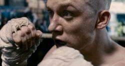 『最凶の囚人が集う刑務所をムエタイで生き抜け!映画『暁に祈れ』予告編解禁』