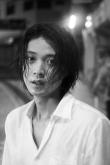 『磯村勇斗ファースト写真集、即日売り切れ続出で、発売直後重版決定!』