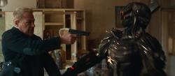『最強傭兵部隊VS殺人機械兵団!『バトル・ドローン』予告編解禁』
