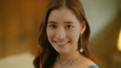 『新木優子が博物館の大階段でチョコ愛を叫ぶ!明治CM解禁』