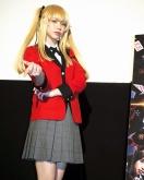 『コスプレイヤーえなこ、金髪ツインテールの早乙女芽亜里コスで登壇!』