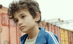 『貧しい12歳少年が、自らの両親を「僕を産んだ罪」で訴える』