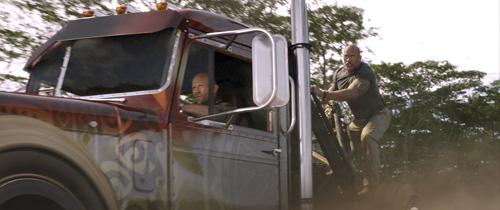 『ドウェイン・ジョンソンが『ワイスピ』シリーズの超絶カーアクション振り返る』