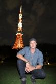『ブラッド・ピット、東京タワー背景にハイ・チーズ!』