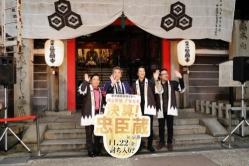 『堤真一&岡村隆史、撮影の地である京都に人力車で凱旋!』