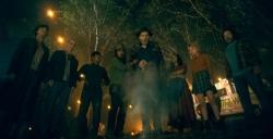 """『狂信的集団トゥルーノット""""戦慄の儀式""""の全貌とは?『ドクター・スリープ』本編映像』"""