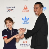 『鈴木奈々、夫とのペアルックに大興奮!「スニーカーベストドレッサー賞」』