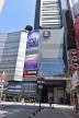 """『映画街もひっそり。新型コロナ感染拡大…映画館は""""土日休館""""』"""