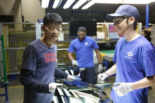 『中国企業を迎え入れた米国の人々…その文化摩擦を誠実に描くオバマ夫妻プロデュースの第1作!』